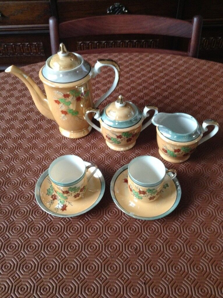 Retro Coffee Set Lovely Design With Coffee Pot 2 Cups And Saucers