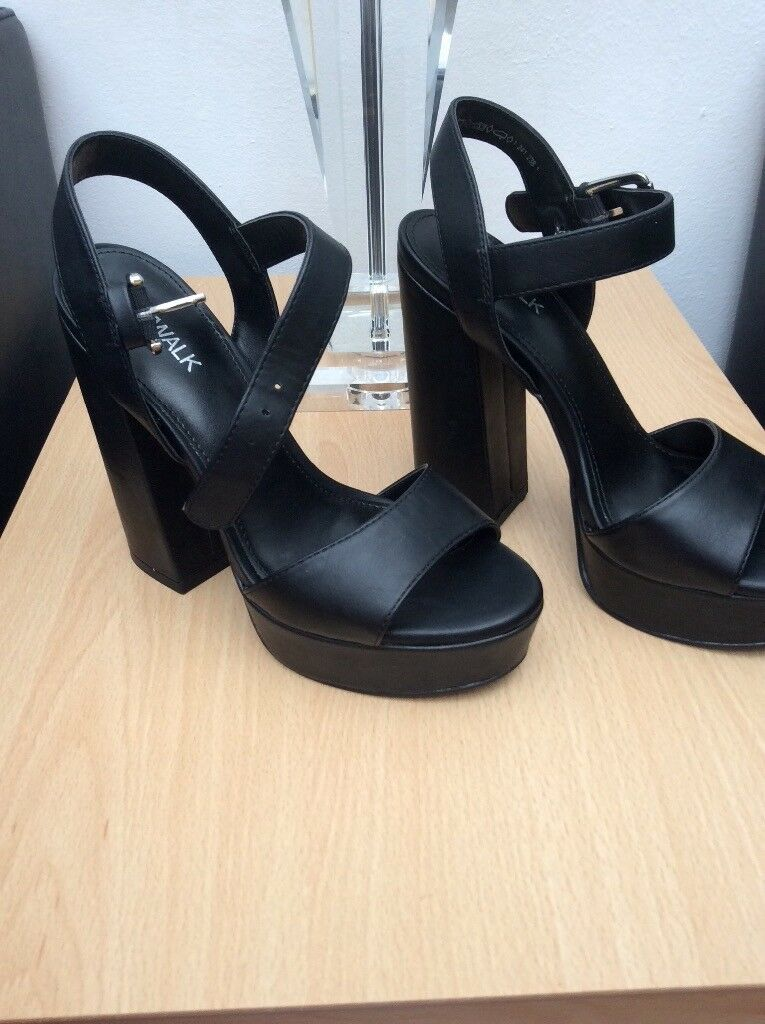 Ladies sandles size 5 brand new