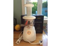 Green's Masticating Juicer KT2200 plus 2 juice maker books, accessories and spares
