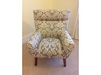 LARGE MODERN ARMCHAIR GREEN PATTERNED FABRIC WITH WOODEN LEGS EXCELLENT CONDITION