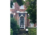 Lark Lane Sefton Pk. Aigburth. Large 1 bed 1st floor s/c Flat with GCH in Beautiful Victorian House