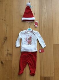 NEW Chritmas outfit with tags 0-3 months