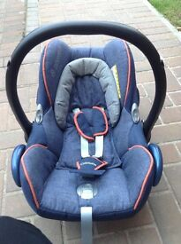 Maxi cosi cabrio fix car seat and matching isofix base