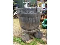 Single heavy concrete planter