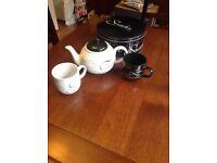 Script teapot & coffee mugs.