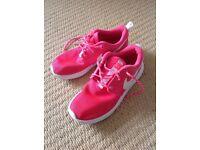 Girke Nike Roshe trainers, bright pink, size 13.5