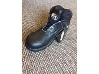 V12 Black safety boots size 9