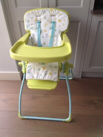 Foldable child's high chair in excellent condition
