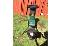 Chipper / shredder for garden : Black and Decker GA100