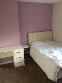 Spacious Double Room Now Available in Bath