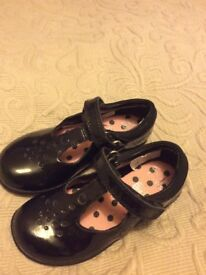 Clarks Girls shoes Size 8 F Used in perfect conditions