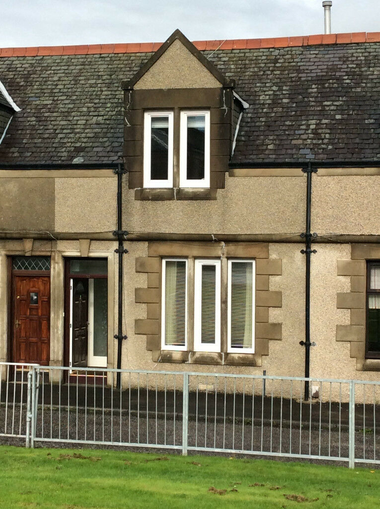 Laurieston,Falkirk, spacious, central,2 bed house,DG,GCH,Gasfire,Private parking,back-yard,furnished