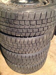 4 pneus d'hiver 195/65 r15 dunlop winter max sur rimes 5 trous.  195$