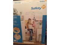 Safety toddler gate