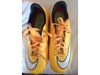 Nike mercurial football trainer size 2