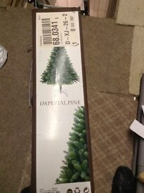 5ft Christmas tree in excellent condition