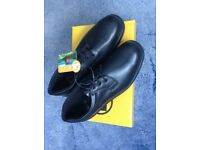 Steel toe capped men's shoes