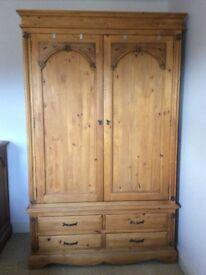 Medium Oak bedroom set of 6 matching pieces