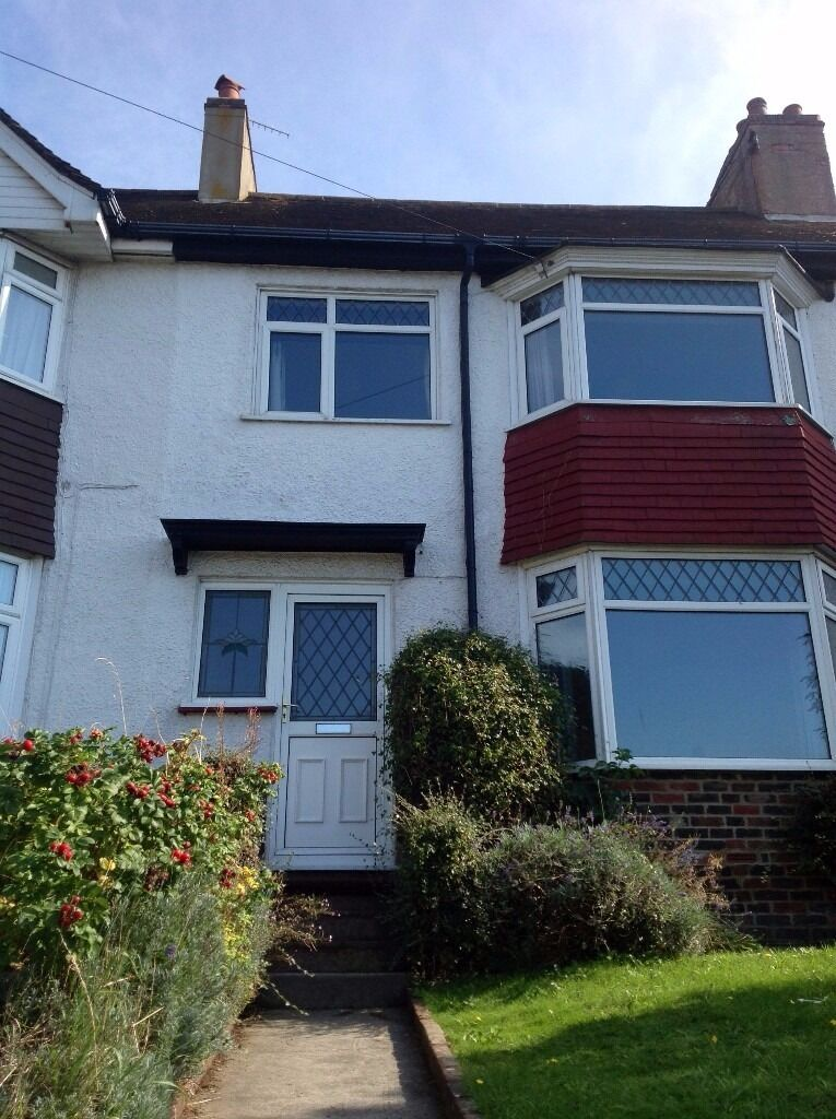 6 BED STUDENT PROPERTY WITH GARDEN, NEAR MOULSECOOMB CAMPUS, Nyetimber Hill (Ref: 127)