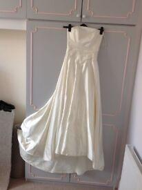 Beautiful wedding dress. Small size 10.