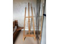 Painting/artist easel with free canvas and oil paints