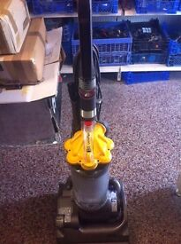 DYSON DC33 UPRIGHT VACUUM CLEANER