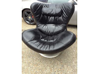 """Natuzzi Italia """"Sound Chair"""" use with i-pod -Leather Swivel- Excellent Quality & Cond *Can Deliver*"""