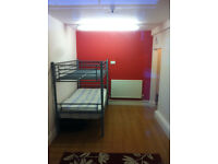 Double Bedroom availble to rent- looking for working professionals