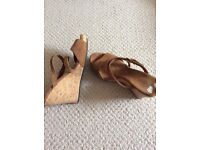 Ugg wedge suede sandals size 5, collection farthinghoe