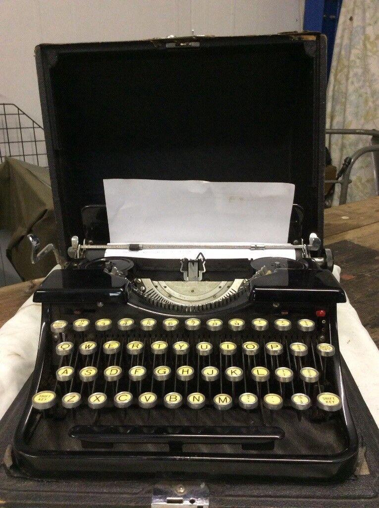 Bluebird Portable Typewriter with case