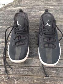 Boys Nike Jordans size 5