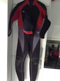 Mares size 4, 5mm full wetsuit with hood