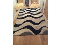 Rug black and white 150 x 249cm excellent condition 60% wool 40% viscose