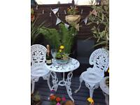 Gorgeous Victorian antique style metal patio garden set table 2 chairs ideal