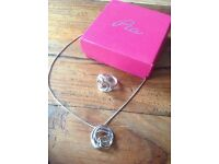 Pia necklace and ring set