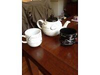 Script Teapot and 2 Mugs.