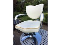 Barbers/Beauty Chair White