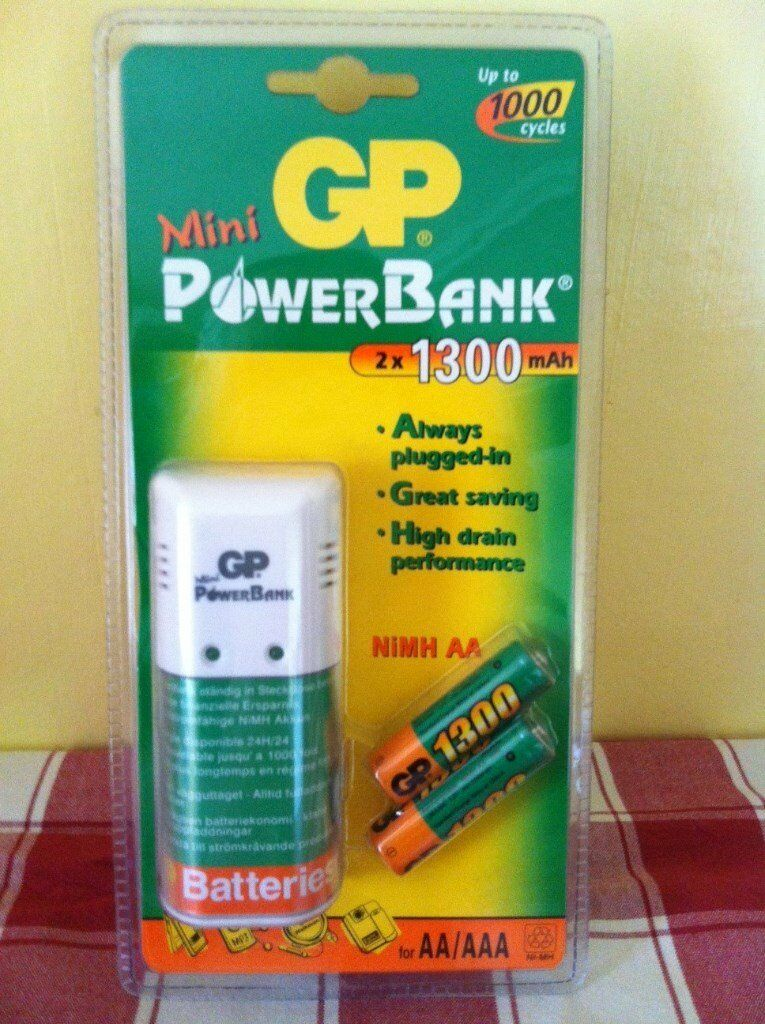 MINI POWER BANK PLUG IN CHARGER INCLUDING 2 X 1300mAh NI-MH AA BATTERIES