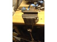Bench vice,4 inch.