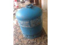 Camping gas bottle 2.72 kg full butane un1011