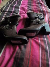 LADIES BOOTS SIZE 7 M & S