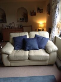 Leather sofa Cream. Very comfy great condition. Great vLu