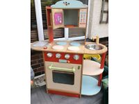 Lovely little wooden toy kitchen - GREAT BARGAIN