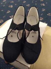 Tap shoes. Size 5.5