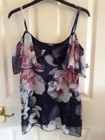 QUIZ TOP IN BLACK WITH PINK ROSES - OFF THE SHOULDER, SIZE 8