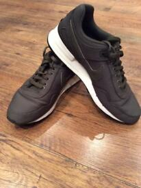 Men's Size 9 Nike Air Trainers