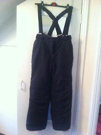 Ladies skiing pants black size 14 new