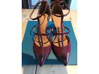 Burgundy shoes size 6