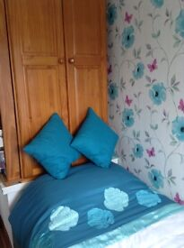 Single room to let Mon-Fri.Near Wakefield city centre & M1 junc 39.