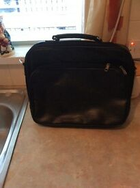 Leather black lap top bag..very well looked after black leather lap top carry bag..osum leather